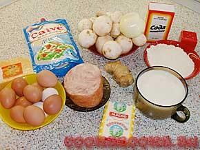 Блинный торт с грибами, имбирём, ветчиной и яйцом