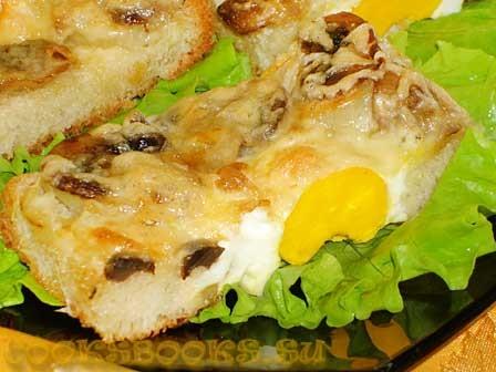 Яичница с грибами запечённая в хлебе